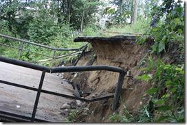 2012.07.19  Мост место обрушения вид снизу по течению.