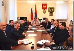 Встречу  ведет ио главы ЛМР Надежда Богдан слева наши справа финны