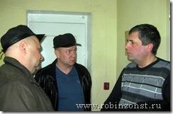 Председатель комитета Александр Люшин беседует с жителями Лахденпохья