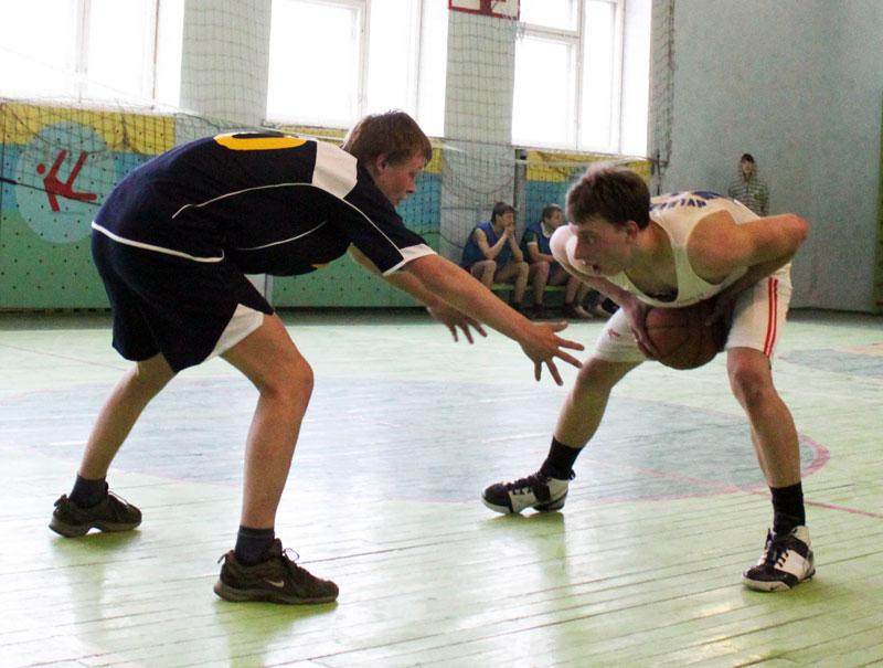 День весны и труда на баскетбольном поле