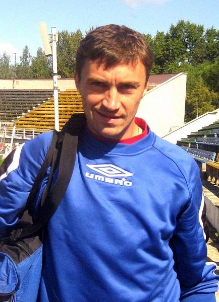 Левый полузащитник Сергей Орлов