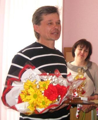 Меньше месяца назад на сессии районного Совета его поздравляли с присуждением звания 'Лауреата района'