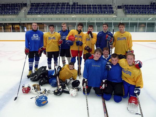 Хоккейная команда `Робинзон`