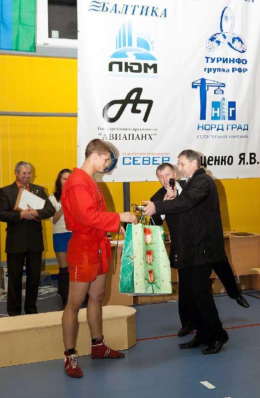 призы участникам турнира от клуба «Витязь» и фонда «Папы Карло»